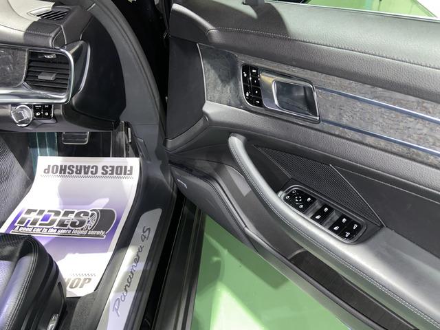ポルシェ パナメーラ4S PDK  4WD
